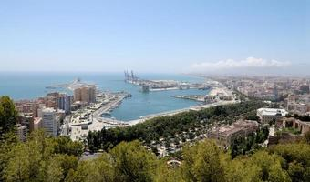 malaga in andalusië, spanje. luchtfoto foto