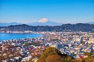 kamakura city en mount fuji foto