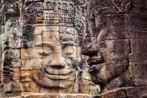 gezichten van de bayon-tempel, angkor, cambodja