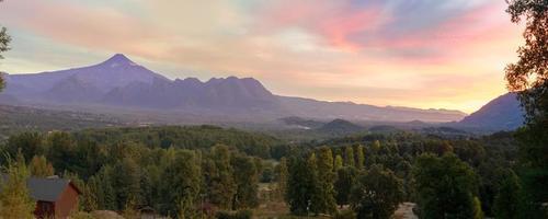 weids uitzicht op de Villarrica-vulkaanavond foto