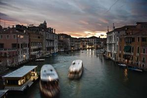 zonsondergang in het grote kanaal, venetië