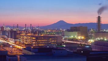 berg fuji en japan industriezone