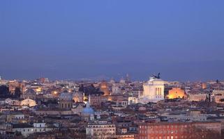 Romeins citscape-panorama bij nacht, Rome Italië foto