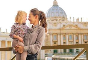 portret van moeder en babymeisje in Vaticaanstad foto