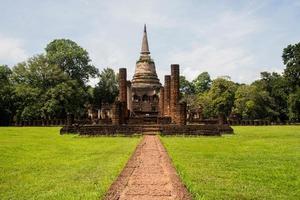 wat chang lom bij srisatchanalai historisch park in sukhothai pro foto