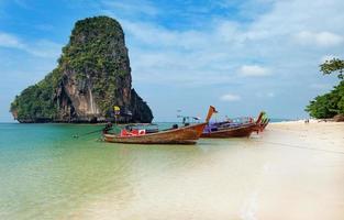 railay beach in krabi 's ochtends foto