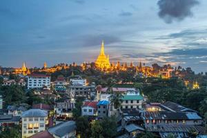 oriëntatiepunt van yangon, shwe-dagon-pagode, myanmar.