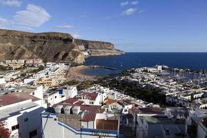 uitzicht op puerto de mogan, gran canaria, spanje foto