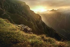 bergen tijdens zonsopgang