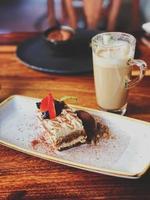 cake met koffie op een tafel