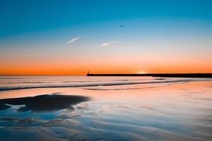 oceaan tijdens zonsondergang foto