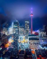 verlichte skyline van de stad