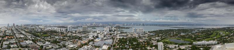 luchtfoto panorama van een storm in miami