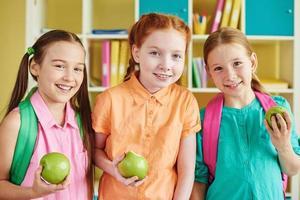 vriendelijke schoolmeisjes
