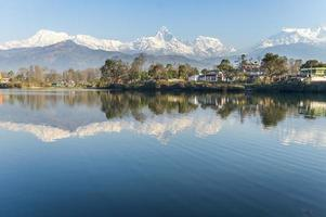 meer phewa in pokhara, nepal, foto