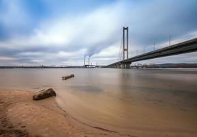 South Bridge in de ochtend stad Kiev. Oekraïne.