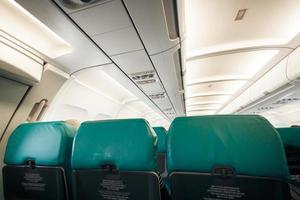 vliegtuig met rij stoelen foto