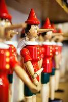 traditioneel houten speelgoed van pinokkio.