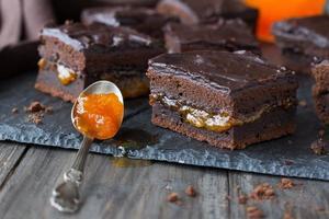 zelfgemaakte chocoladetaart foto