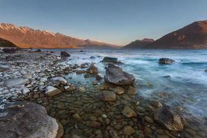 stenen strand bij Lake Wakatipu