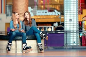mooie meisjes op de rollerdrome