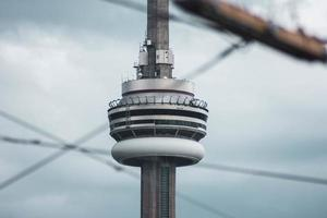 toronto, ontario, canada., 2020 - cn toren achter hek