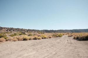 onverharde weg in de woestijn