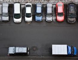 typische parkeerplaatsen in sint-petersburg foto