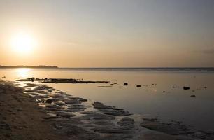 spectaculaire zonsondergang op de gili-eilanden foto