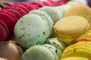 kleurrijke bitterkoekjes close-up foto