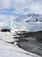 gletsjer met puin van morene foto
