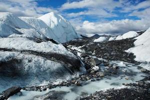 brede ijsrivier op de matanuska-gletsjer, alaska, VS. foto