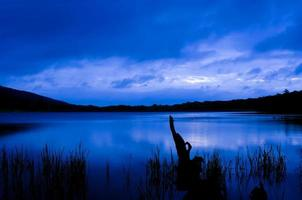 zonsopgang op het meer foto