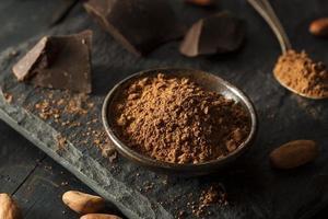 rauw biologisch cacaopoeder foto