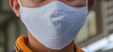 close-up van persoon met masker