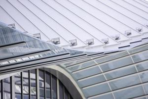 miami, florida, 2020 - modern glazen gebouw
