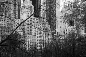 grijstinten van stadsgebouwen in New York City