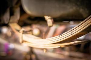 schokdemper en ophanging van een auto