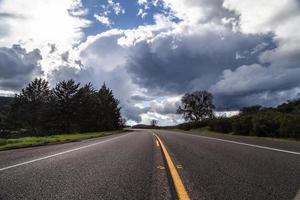 stormachtige weg foto