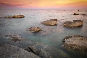 zonsondergang bij hua hin strand, thailand foto