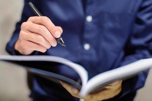 zakenman het schrijven van notities