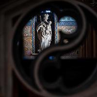 boedapest, hongarije, 2020 - standbeeld in een hongaarse kerk