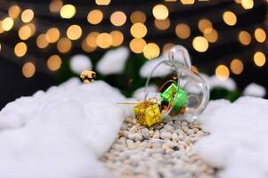 vrolijk kerstfeest achtergrond met miniatuurobjecten