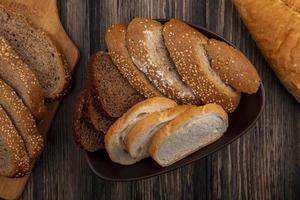 gesneden brood op houten achtergrond