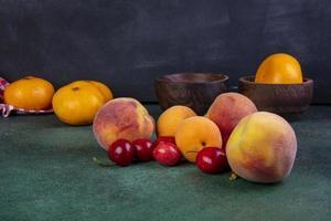 zijaanzicht van perziken