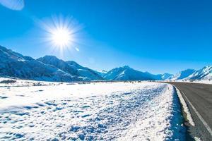 bergen bedekt met sneeuw