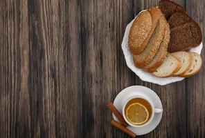 bovenaanzicht van gesneden brood foto