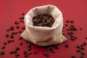 bovenaanzicht van vers gebrande koffiebonen