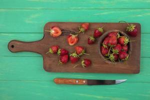 bovenaanzicht van verse aardbeien foto