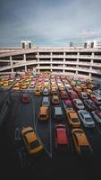san fransisco, ca 2019-taxi's in de rij op de internationale luchthaven van san fransisco foto